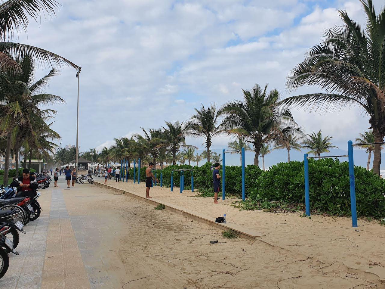 beach workout da nang