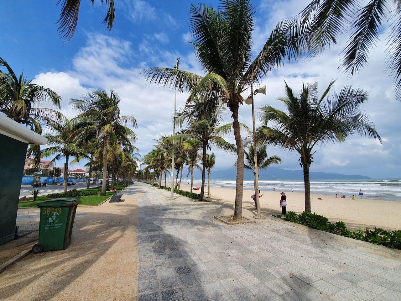 da nang beach promenade