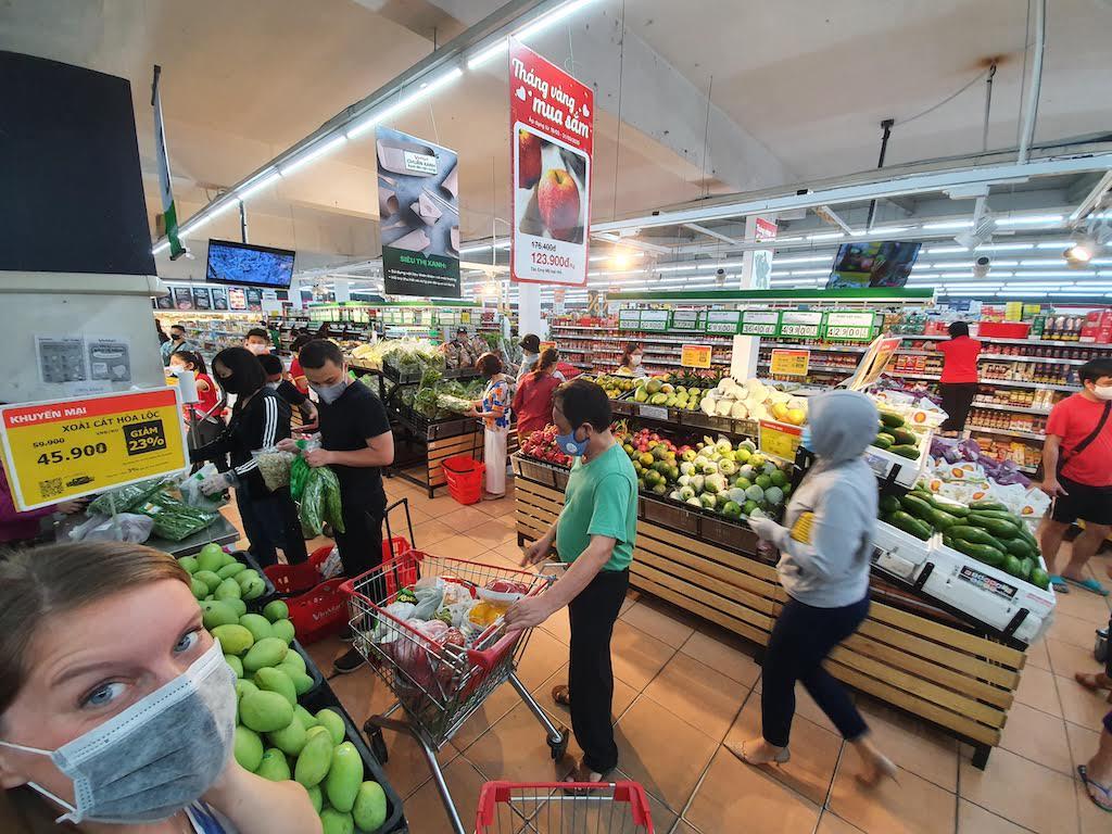 grocery shopping hanoi during pandemic