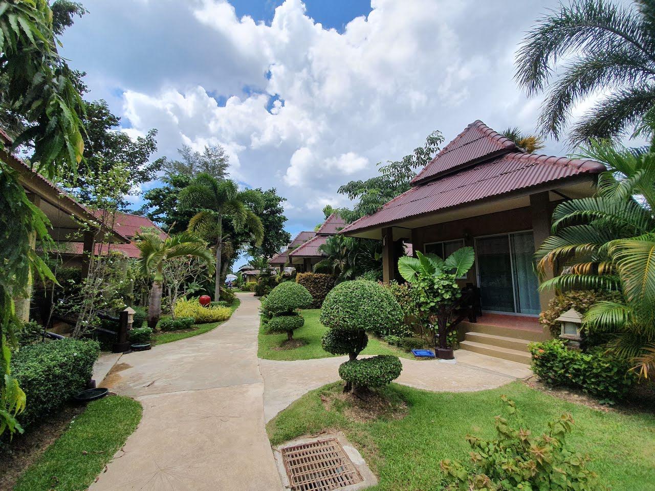 koh lanta castaway resort garden