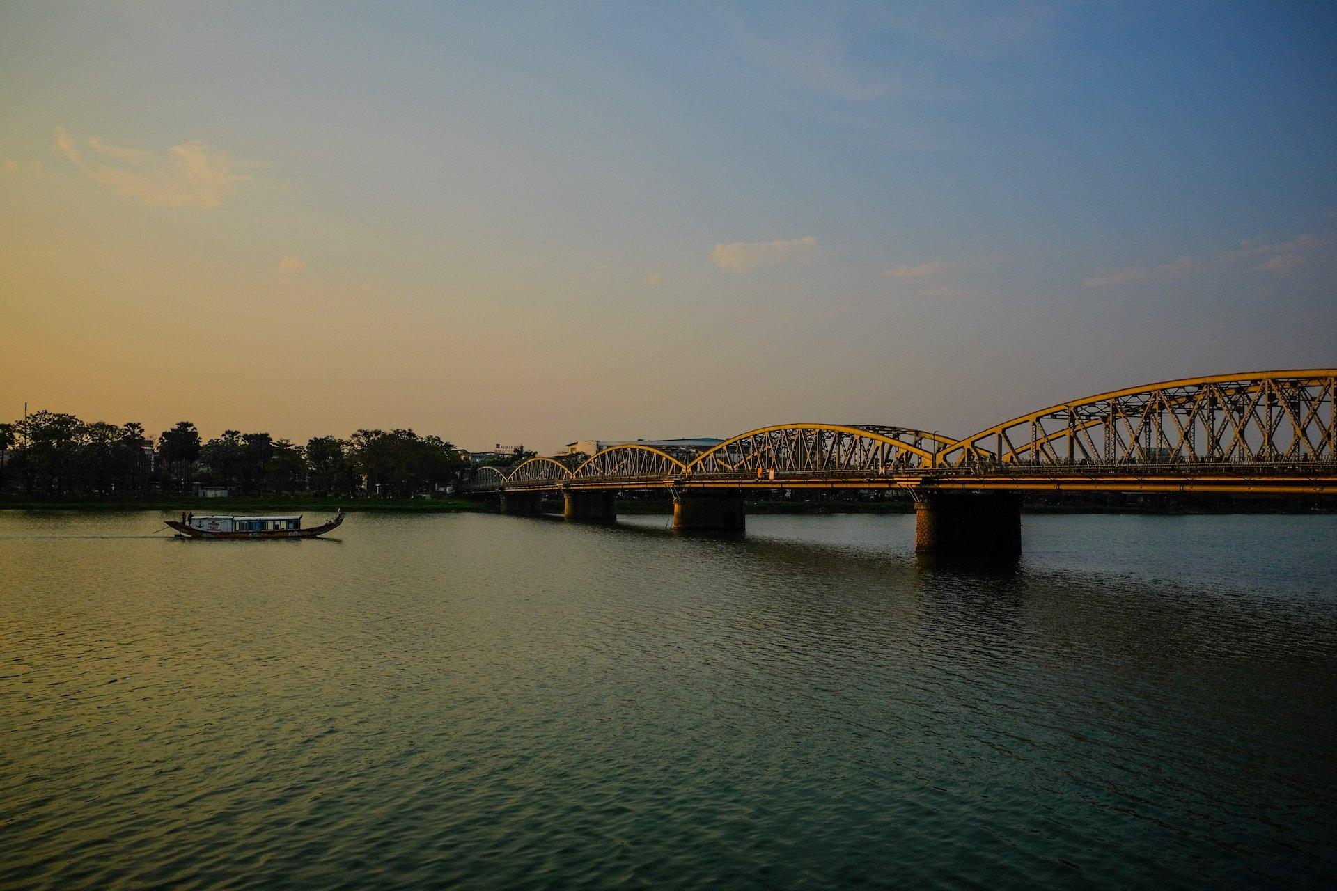 Hue Cau Truong Tien