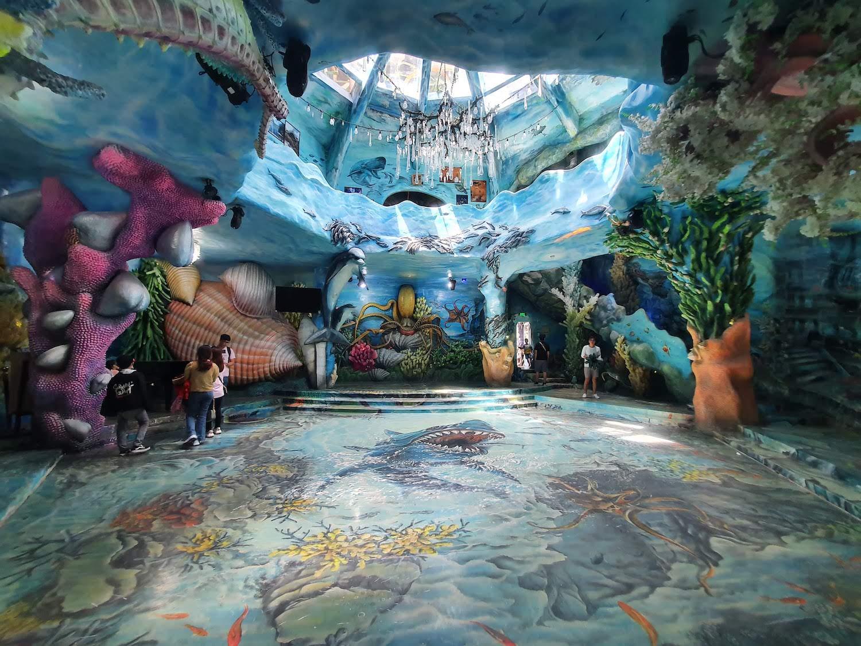 Crazy House Aquarium